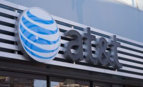 AT&T Inc. (NYSE:T) Offers Free Shows: Oz To Game Of Thrones To Premium Mobile Customers To Counter Competition From Sprint And Verizon