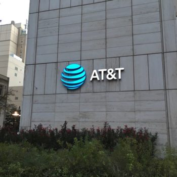 AT&T Inc. (NYSE:T) Not Ready To Divest or Sell DirecTV Business Amid Pressure From Elliott Managemen...