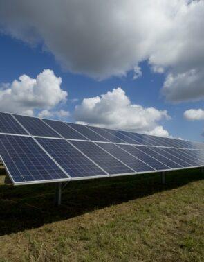 Navigating the Solar Stock Shakeout (FSLR, SPWR, GSFI, CSIQ)