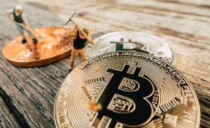 Bitcoin Stocks Back in the Spotlight: Fresh Ideas (BITO, EPAZ, HOOD, COIN, SQ, ARBK, BITF, GBTC)